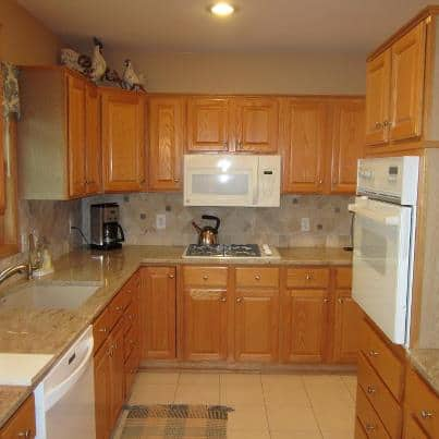 Refinishing oak cabinets with glaze roselawnlutheran for Best way to refinish oak kitchen cabinets
