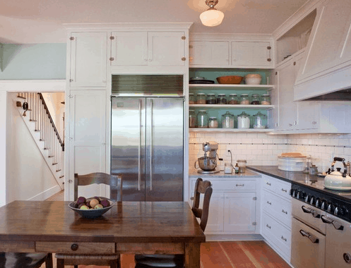 Cottage Kitchen - Open Shelving